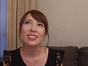 Hatano Yui shows her prowess in handling hard poles