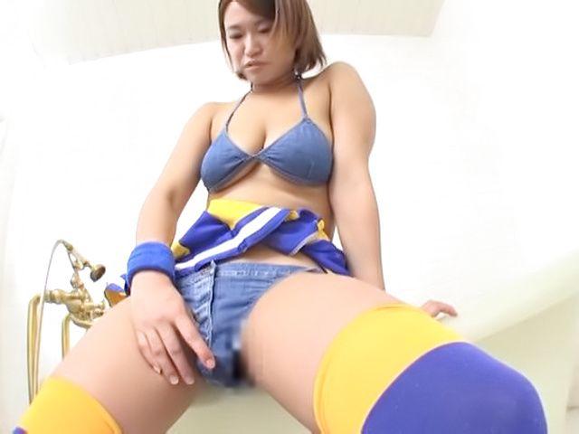 Busty cheerleader Okazawa Rina pleases pussy solo