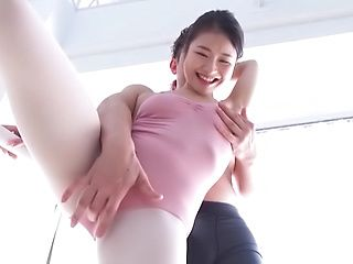 Shirakawa Rina thrilled with a pussy licking