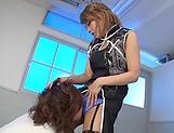 Mari Rika ,expertly handles a thick pole