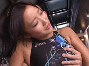 Mizuki Miri shows her sexy body in a swimsuit