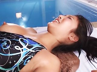 Hot love Mizuki Miri shows her sexy body in a swimsuit