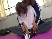 Amateur Japanese babe likes it hardcore