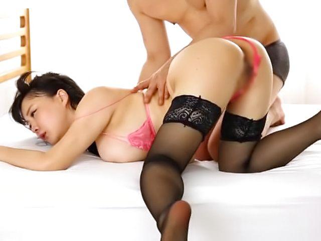 Curvy Japanese babe enjoys a sensual kissing session ...
