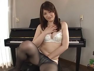 Ikushima Ryou ,enjoys a thrilling masturbation