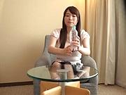 Hibino Satomi lest out erotic tones