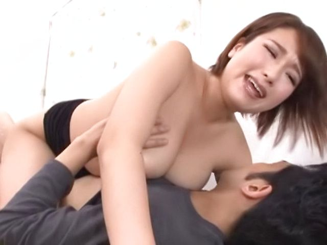 Spicy babe gets a worthy creamed pussy