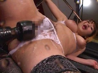 Shinoda Yuu is squirting while cumming