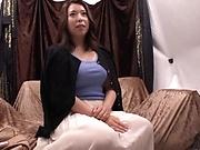 Kinky milf pleasured by a buzzing dildo