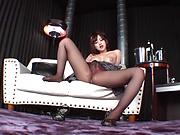 Cute Shinoda Yuu fingers her wet pussy