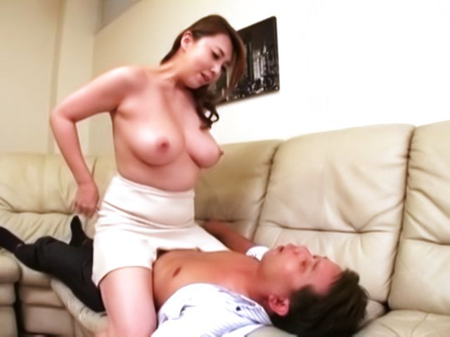 Seductive mature knows how to please hard dick