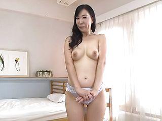 Mature goes casting for porn and enjoys harsh fingering
