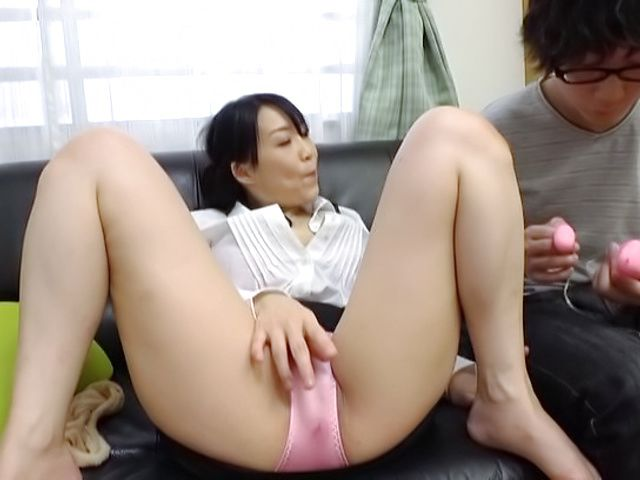 Seductive mature honey Kirishima Minako blows like a pro