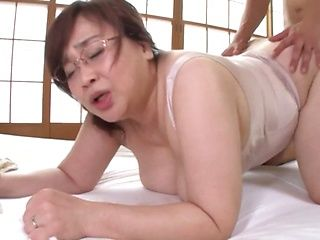 Japanese mature got a creampie after sex