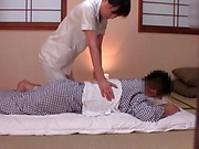 Massage turns into a blowjob for cash