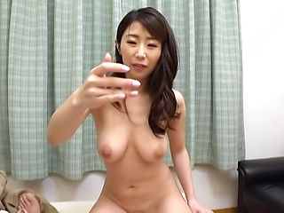 Shinoda Ayumi performs a kinky dildo sucking