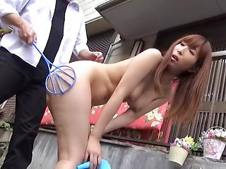 Ravishing housekeeper gives a kinky head