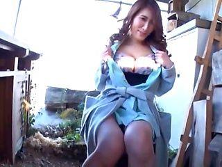 Hot Japanese seductress with a nice ass Mizuki Yume fucks outdoors
