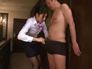 Office lady likes kissing her boss