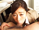 Kawana Aki gets a messy cum in mouth