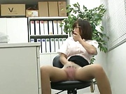 Hot Asian babe shows her expertise in pleasuring hard poles
