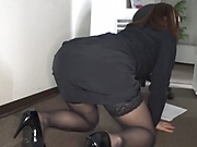 Horny office lady came while at work