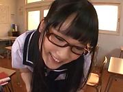Schoolgirl gives a sensational hand job
