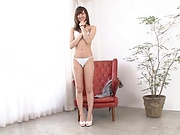 Slim amateur Kishi Yuuki sensual nudity display