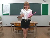 Mari Rika ,excites in a kinky solo girl action