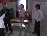 Sporty teacher Maijima Akari favors three guys with a blowjob