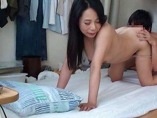 Amateur Tokyo mature treats a dude by hardcore pounding