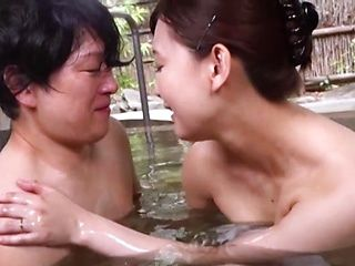 Namiki Touko bathes and enjoys sex in erotic manners
